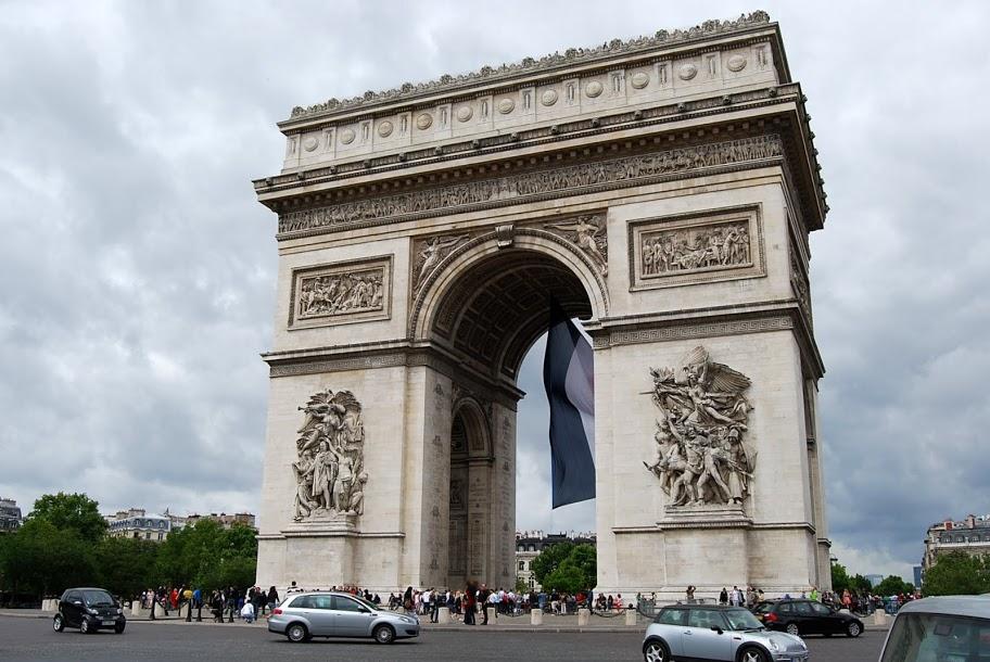 PARIS 000