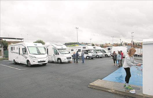 El área de estacionamiento para autocaravanas en Badajoz amplía su capacidad